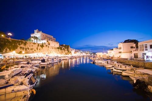 Menorca-Puerto-y-Ayuntamiento-Ciudadela
