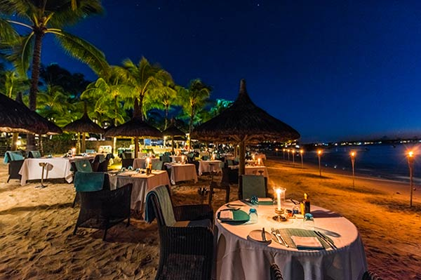 Royal Grill: a delicious starlit grill on the beach at Royal Palm